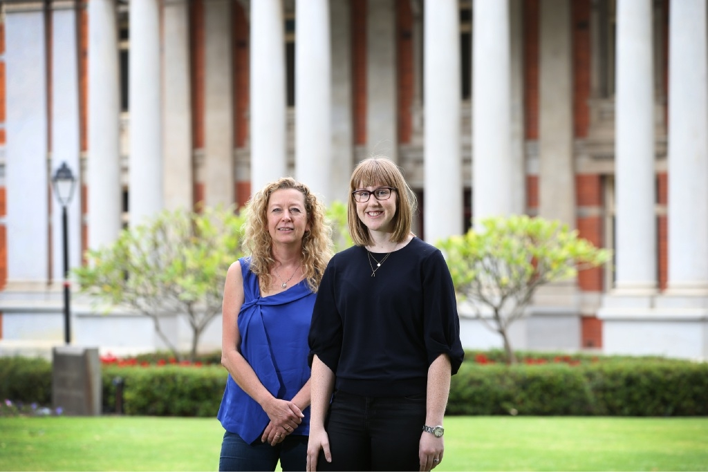 Street Law Centre principal solicitor Ann-Margaret Walsh with Prue Cambell, volunteer graduate lawyer at Corrs Chambers Westgarth.  Picture: Andrew Ritchie        www.communitypix.com.au   d445549