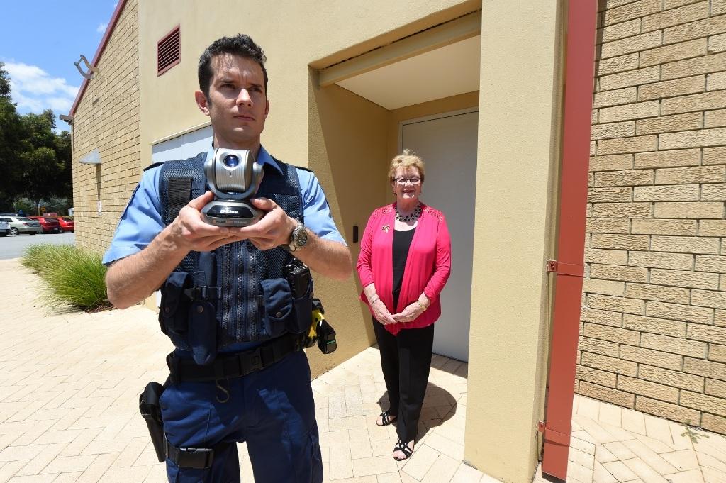 Constable Matt Tarbotton with Gosnells Mayor Olwyn Searle.Picture: Jon Hewson  www.communitypix.com.au   d445749