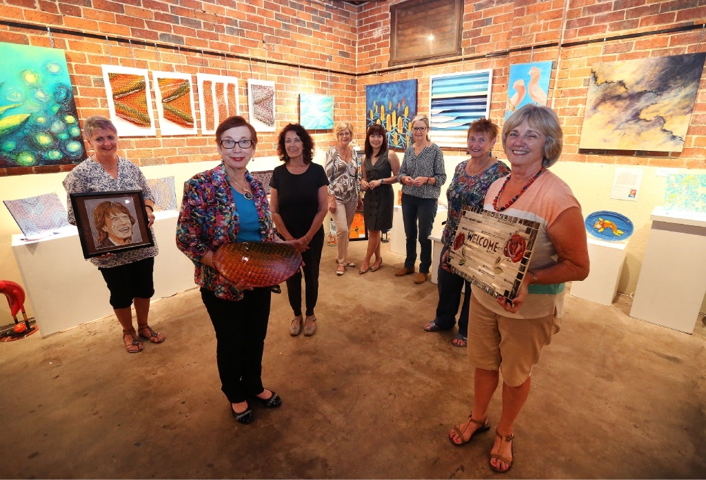 Contributing artists Sue Curry, Philomena Masters, Yvette Mech, Merle Cranwell, Quyen Hicks, Gillian Roulston, Betty Pengilly and Chris Burgess. Picture: Matt Jelonek       d445694