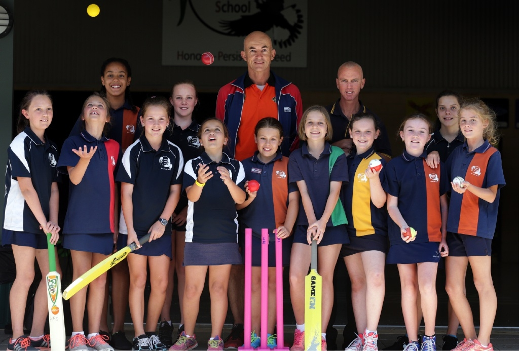 Teacher Graham Jones with Wanneroo Cricket Club president Jimmy Skouros and Years 5 and 6 girls.|       Picture: Martin Kennealey www.communitypix.com.au   d445827
