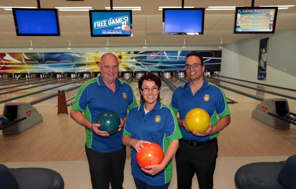 Jim Cross, Sheryll Fisher and Darren  Perera, from Joondalup Rotary Club.           d445390