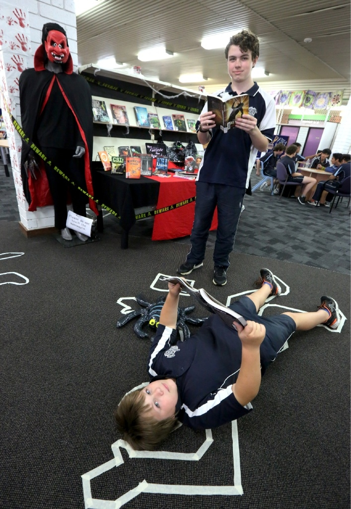 Displays to encourage reading at Southern River College