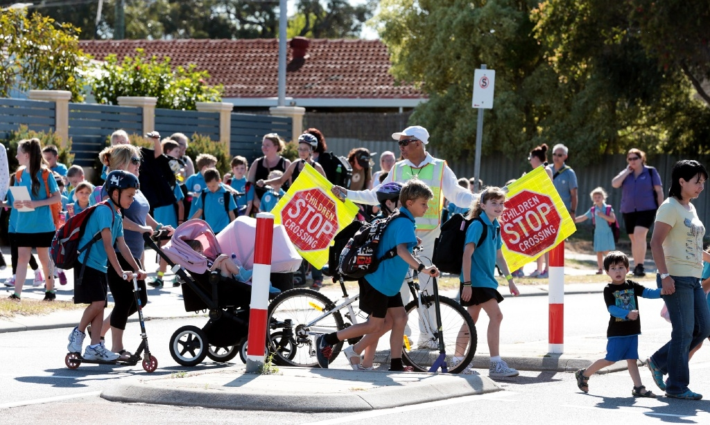 South Padbury Primary School parents and students and traffic warden Alan Jacobs. Picture: Martin Kennealey www.communitypix.com.au   d445317