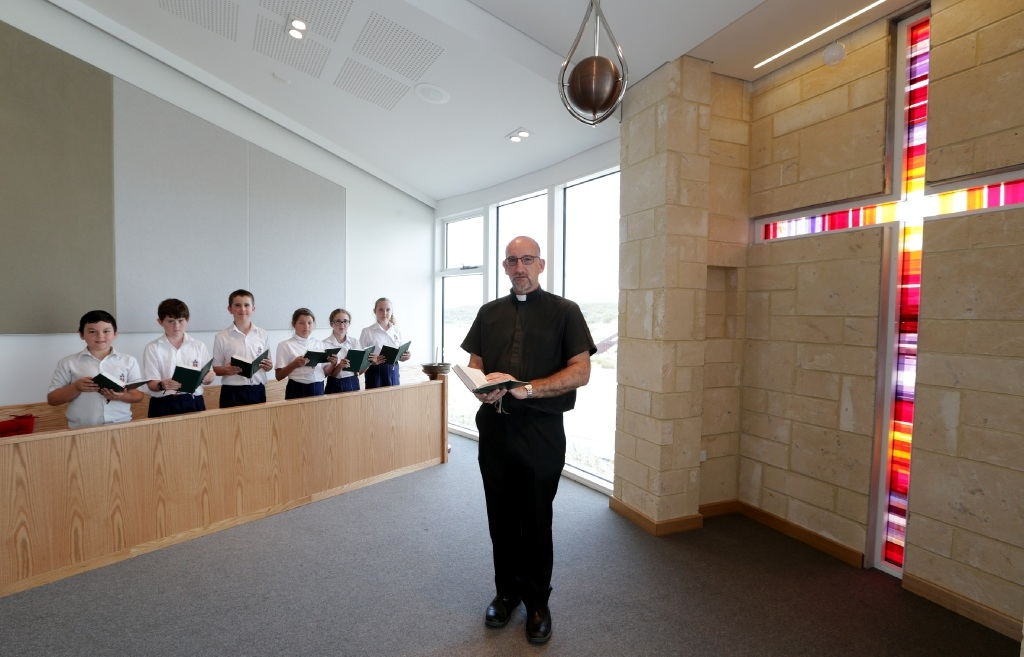 Reverend John Taylor with Year 5 students Woody MacMillan, Samuel Essex, Maxim McNeela, Jessica Wiltshire, Amy Fortucci and Millie Thirkle at the new St James chapel in Alkimos. Picture: Martin Kennealey www.communitypix.com.au   d446050