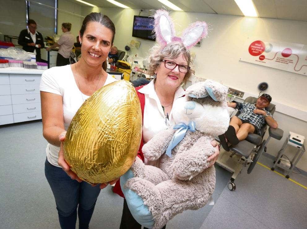 Gaynor Christensen and April Stephens  are hoping donors will hop to it for Easter. Picture: Matt Jelonek www.communitypix.com.au   d467349