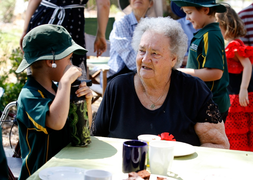 Phyllis Barnard chats to a Hilton Primary School student. Picture: Marie Nirme    d445917