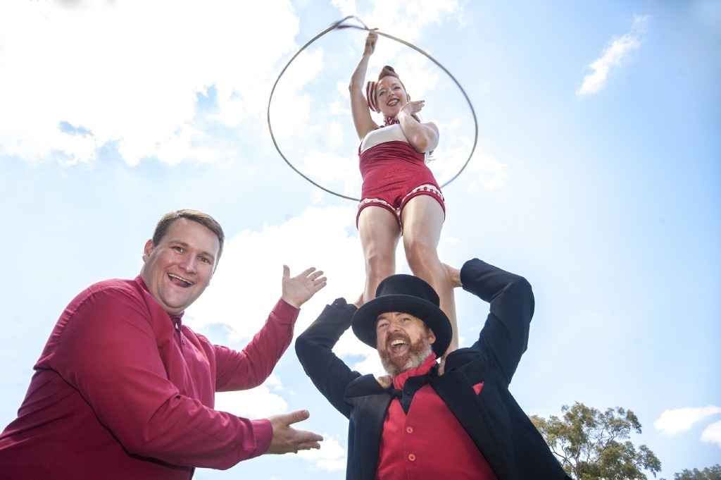 Bassendean Mayor John Gangell with Bizircus artists Beth Sheldon and Ross Vegas. Picture: April Ward Photography