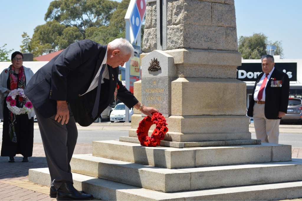 Respects paid at poignant ceremony for Remembrance Day in Inglewood