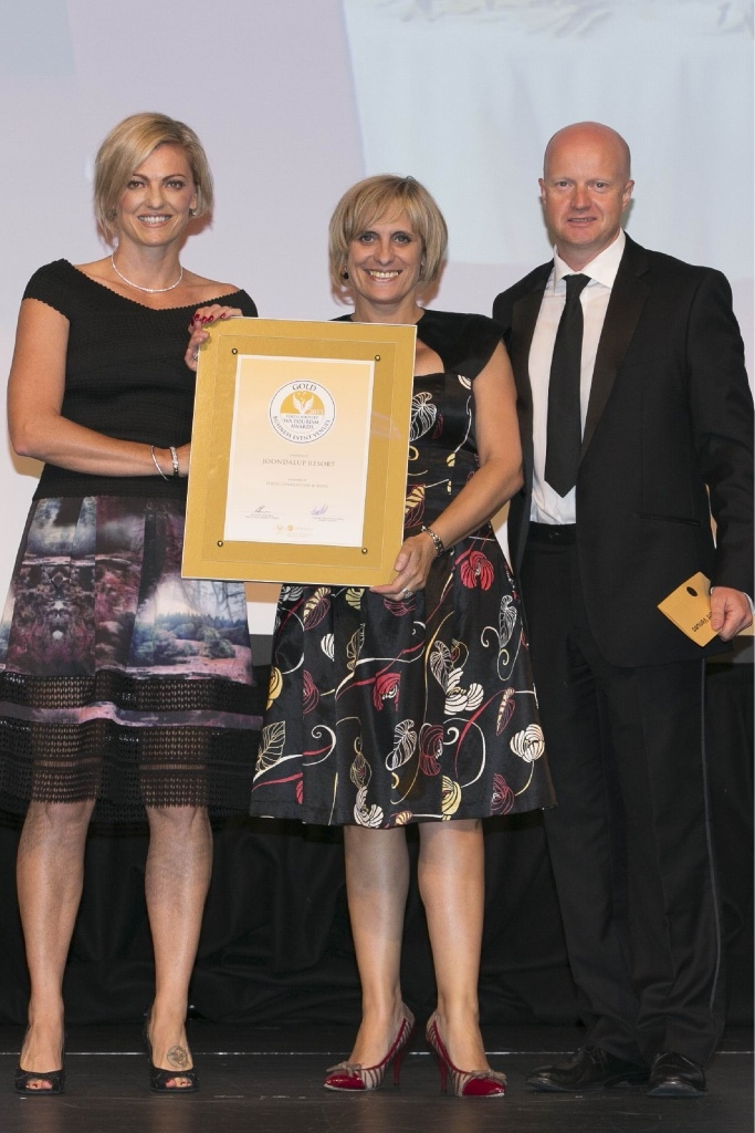 Joondalup Resort's Dawn Gleeson and Bernadette Latimer with James Hewitt.