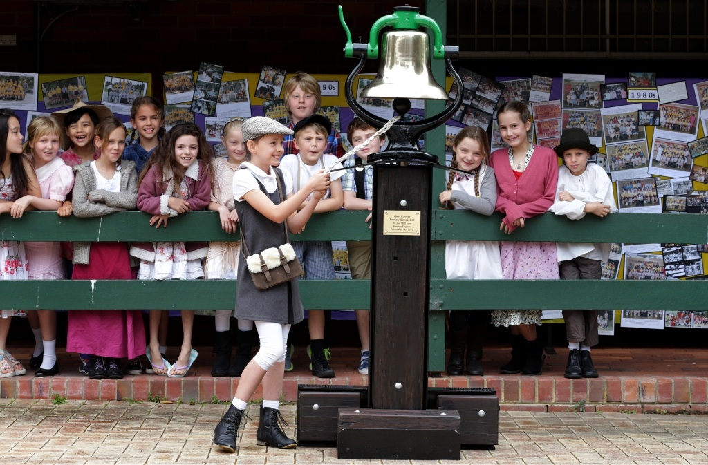 Glen Forrest students watch Emily Walker ring the bell. Picture: Martin Kennealey |www.communitypix.com.au   d445418