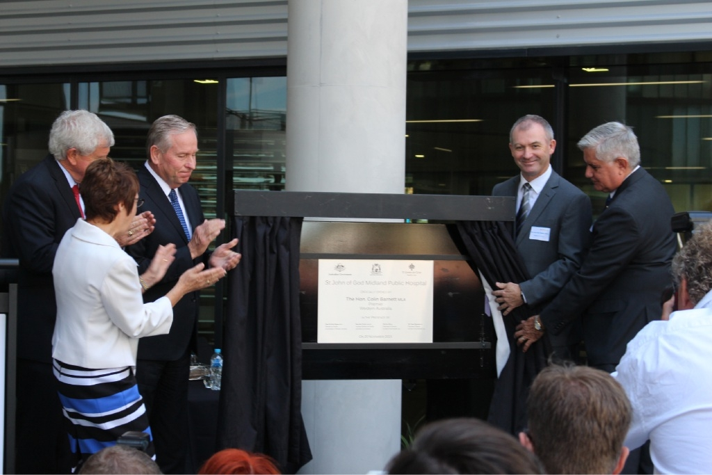 Premier Colin Barnett officially opens the 307-bed St John of God Midland Public Hospital by unveiling the plaque.