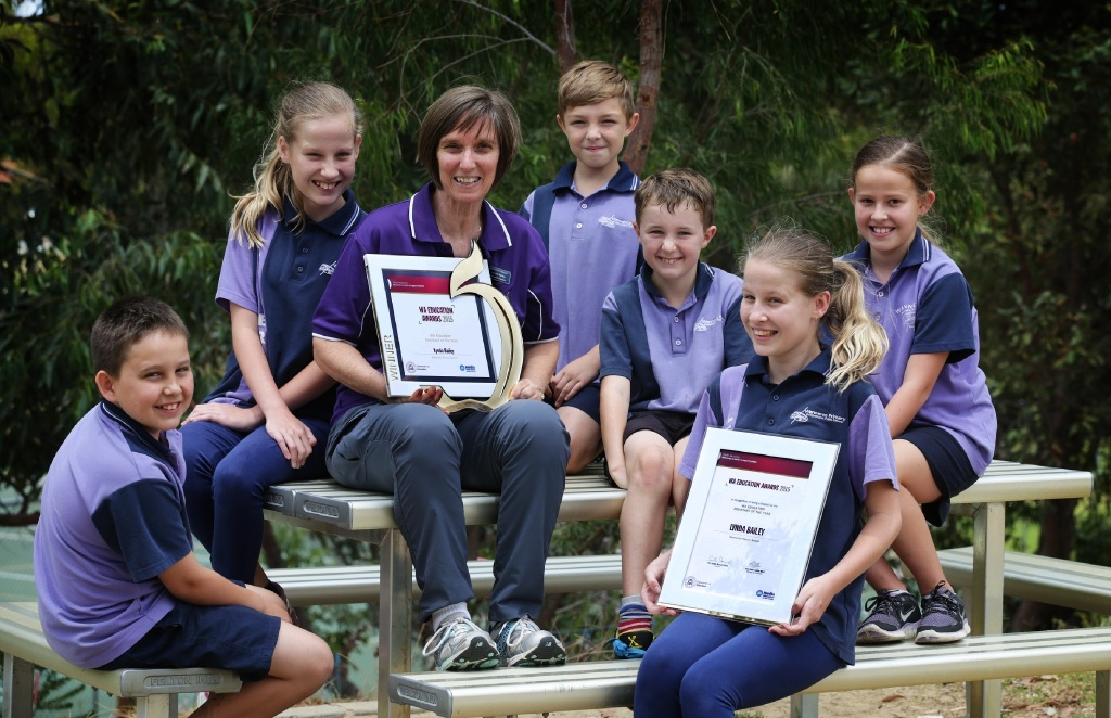 Education assistant Lynda Bailey with students Caleb Haskell, Chloe Ford, Dante Manning, Lachlan Cassidy, Rachel Ford and Hayley Ford. Picture: Martin Kennealey        d447418