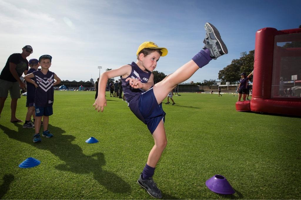 Heath Wearne,6 kicks a ball