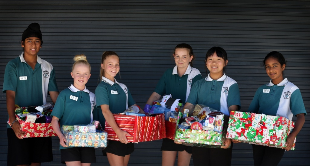 Year 6 students Harman Singh, Holly Farrand, Tahli Wilkins, Amy McDonald, Sheryl Zeng and Fatima Merchant with some of the hampers they donated to St Bartholomew's House.Picture: Martin Kennealey www.communitypix.com.au   d447658