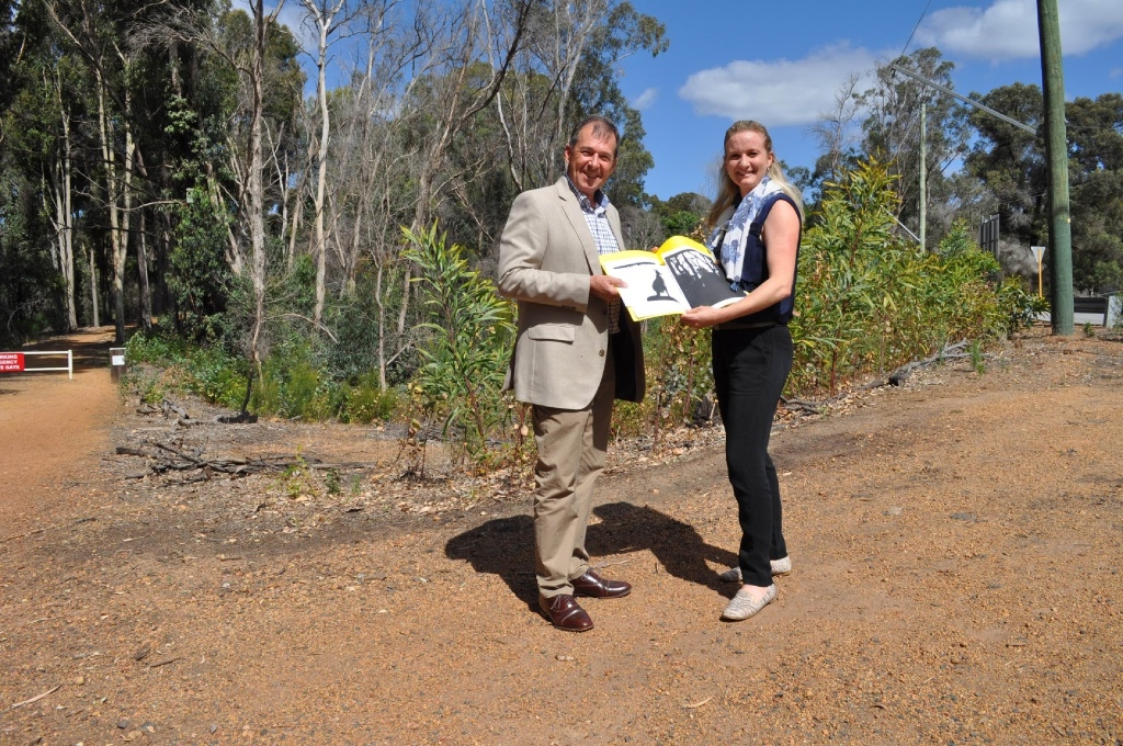 Shire President David Lavell with artist Melinda Brezmen, who is creating artworks to acknowledge community spirit in the 2014 bushfires.