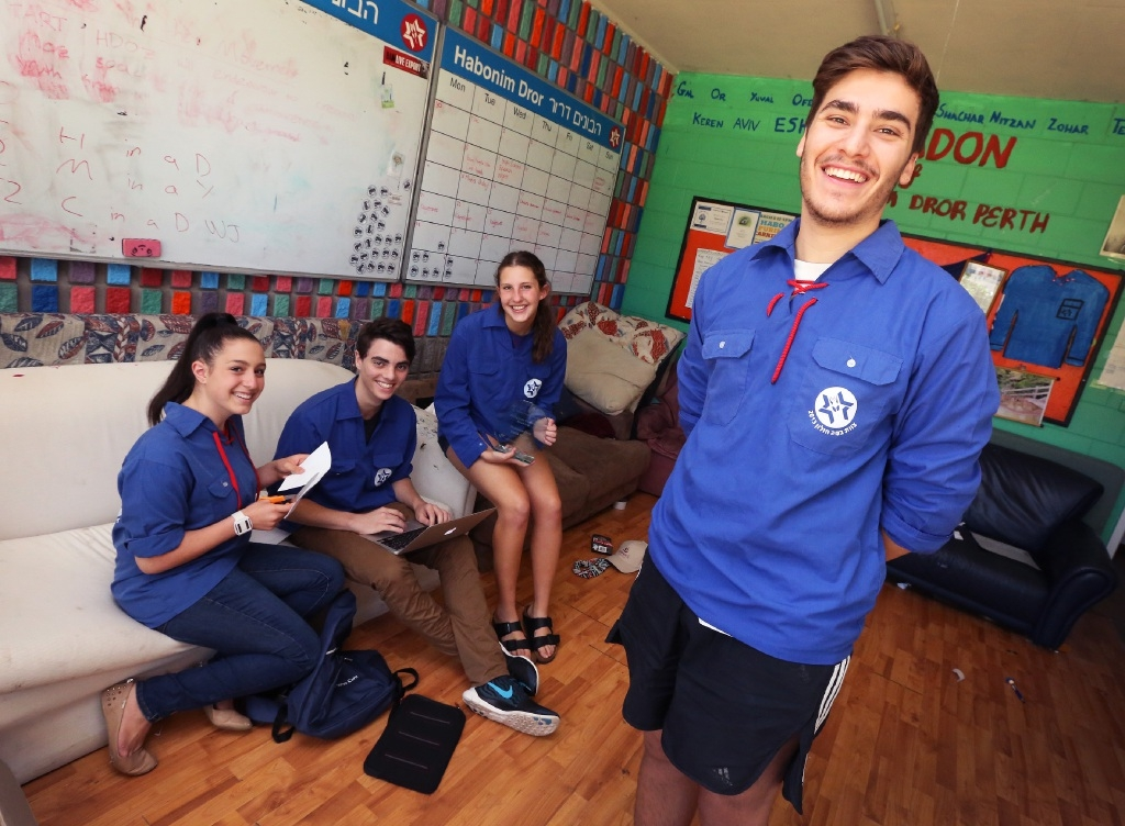 The award-winning Jewish Youth Movement leaders, Michelle Koblenz, Sam Hoffman, Gina Steinberg and Zach Freund.       Picture: Matt Jelonek www.communitypix.com.au   d447698