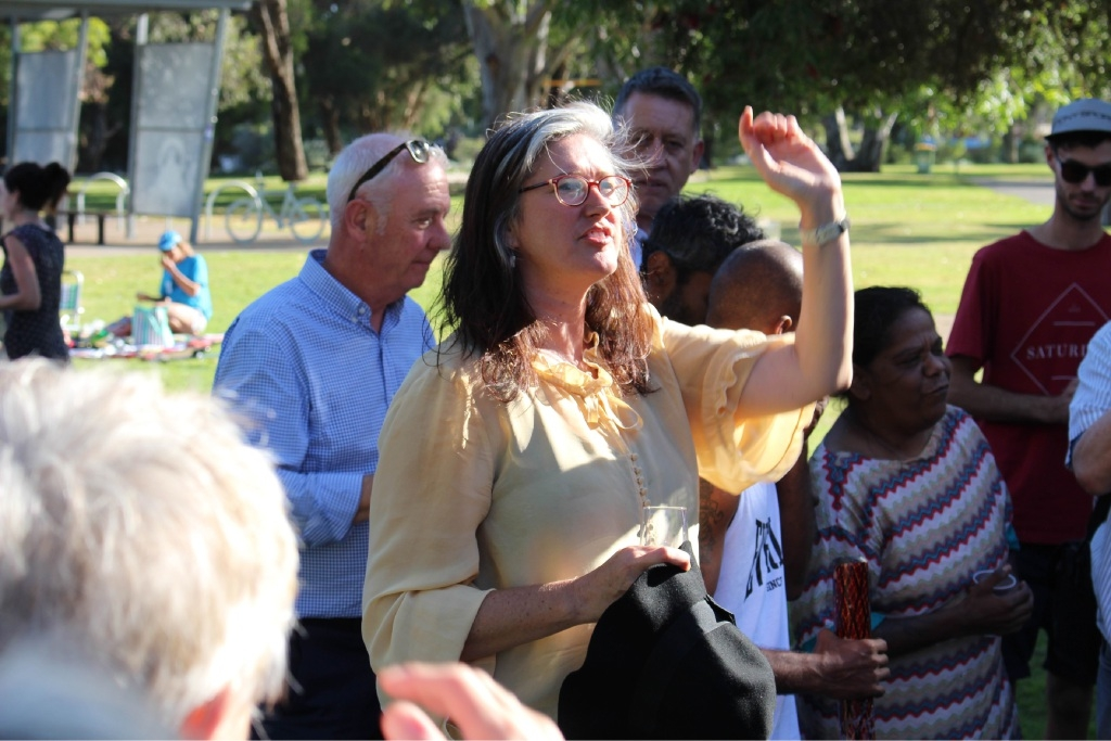 Rethink the Link co-convener Kate Kelly addresses the crowd at Bibra Lake after last Wednesday's decision.