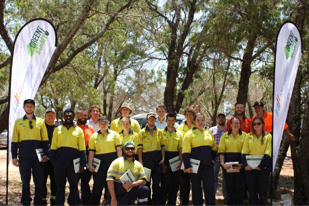 The 2015 Green Army graduates at Island Point Reserve.