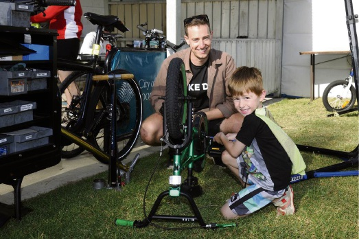 Mechanic Bryn Ward with Aidan Richardson.