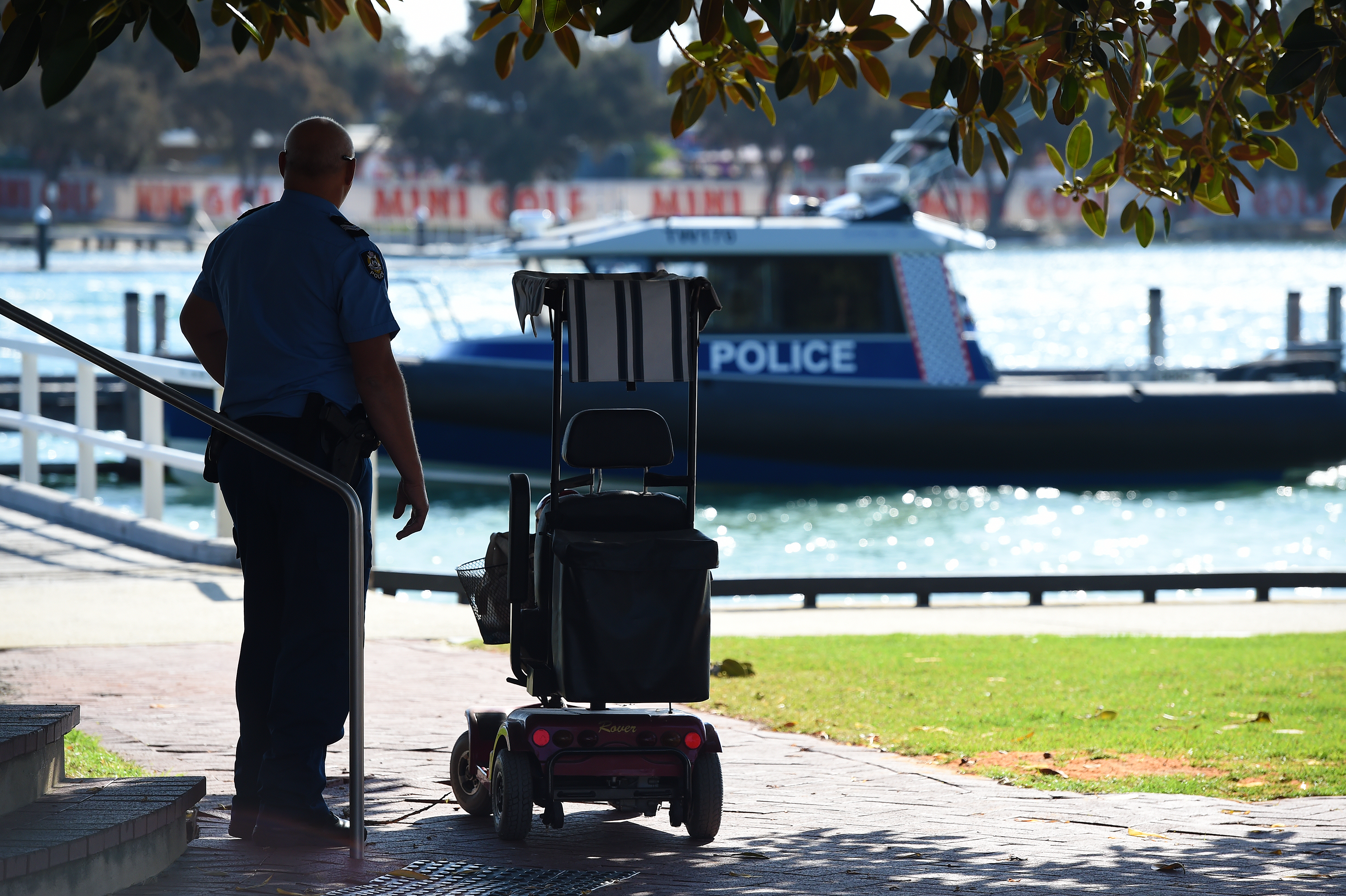 Elderly man dead after falling from gopher into Mandurah Estuary