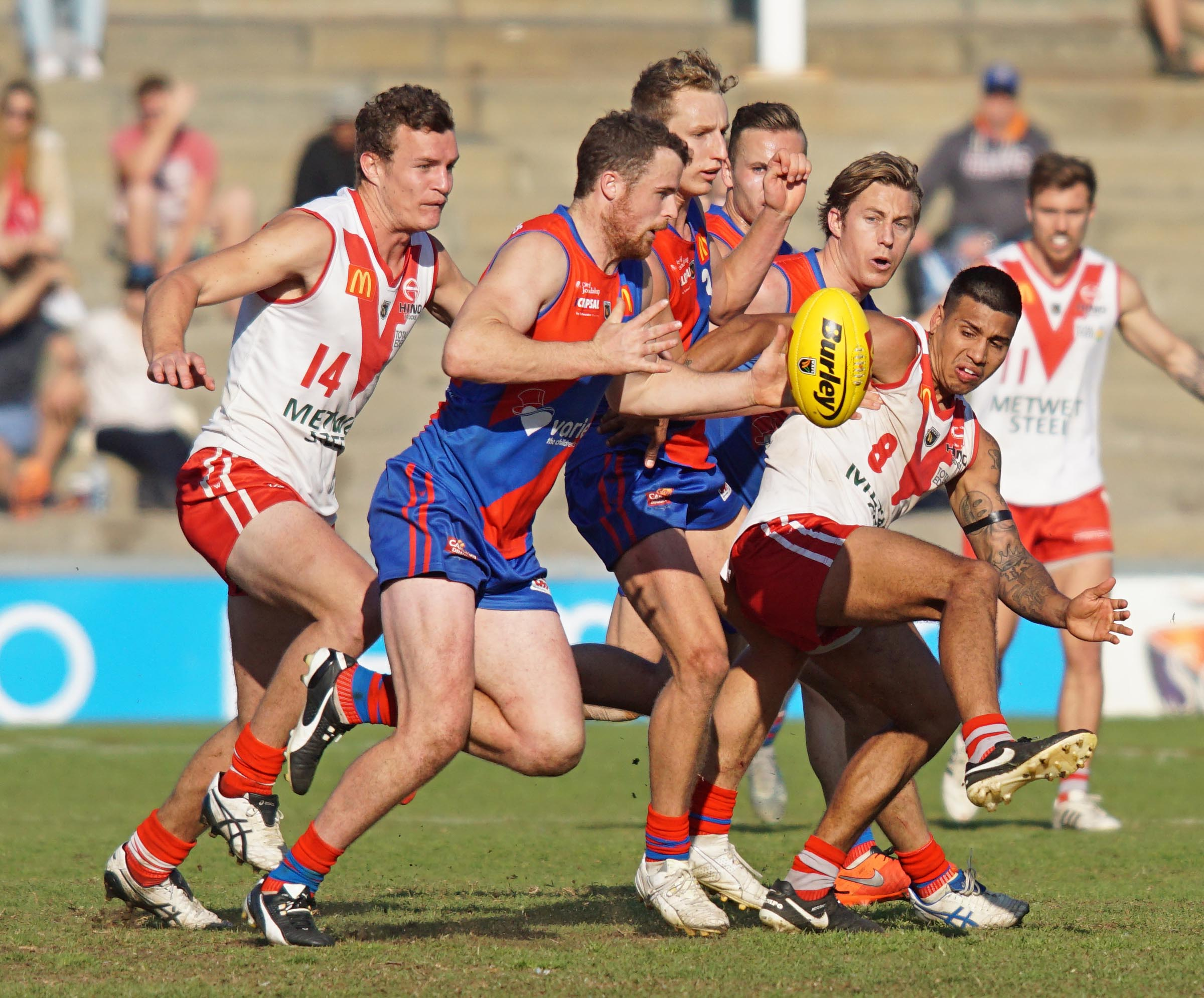 Michael Lourey takes possession in the 2016 qualifying final, which South Fremantle won by 52 points. Picture: Matt Beilken