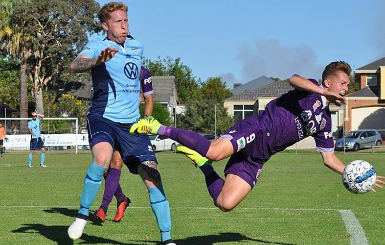Sorrento's Jacob Shore and Glory's Joe Knowles in action. Picture: Peter Simcox