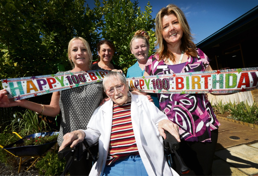 Jo Jeffery, Barbara Walton with 100-year-old resident Edna Adams and Gayle Webber and Lynley Gillies. Picture: Matt Jelonek        www.communitypix.com.au   d468067