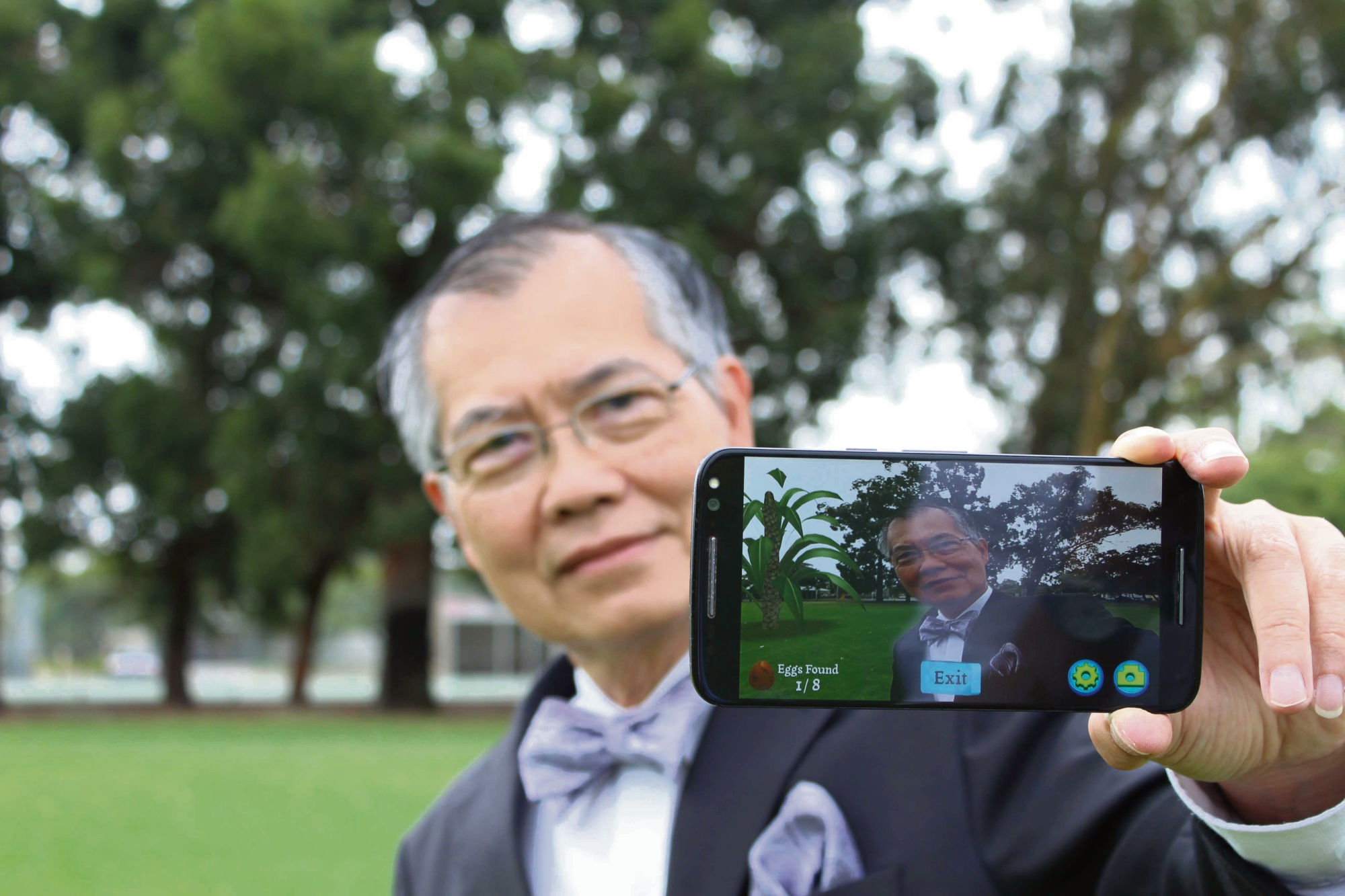 Canning Mayor Paul Ng gets magical in the park with the new app.