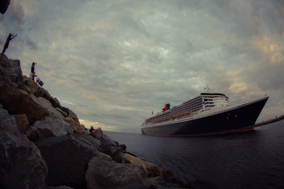 Joondalup photographer captures stunning images of Queen Mary 2