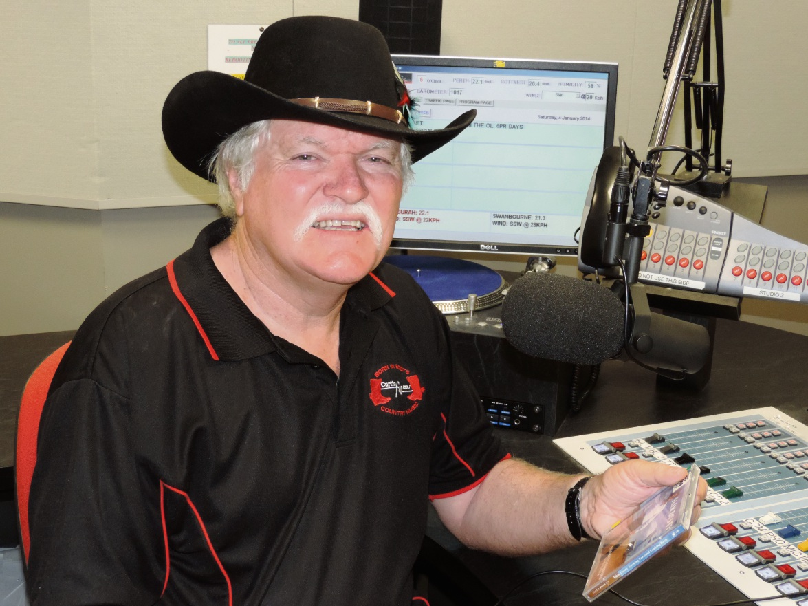 Curtin FM Born in Boots presenter inducted into Australian Country DJ Broadcaster's Music Hall of Fame