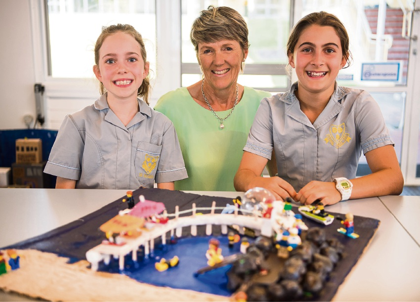 Cottesloe Mayor Jo Dawkins with Year 5 students Amelia Hagon and Stella Berry.