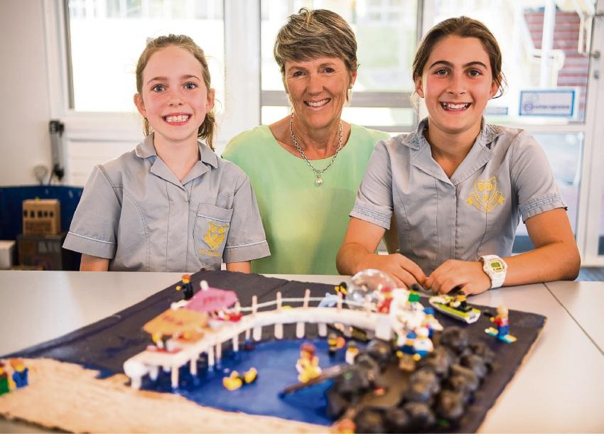 Cottesloe Mayor Jo Dawkins with Year 5 students Amelia Hagon and Stella Berry.