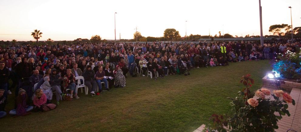 Crowd at Quinns Rocks RSL Dawn Service.