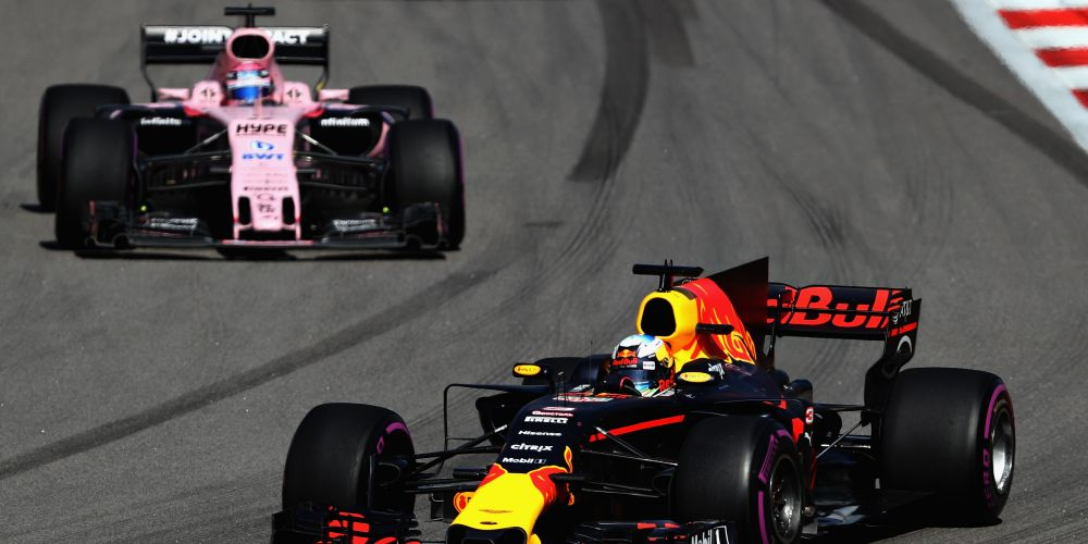Daniel Ricciardo leads Sergio Perez' Force India in the opening laps at Sochi. Picture: Getty Images