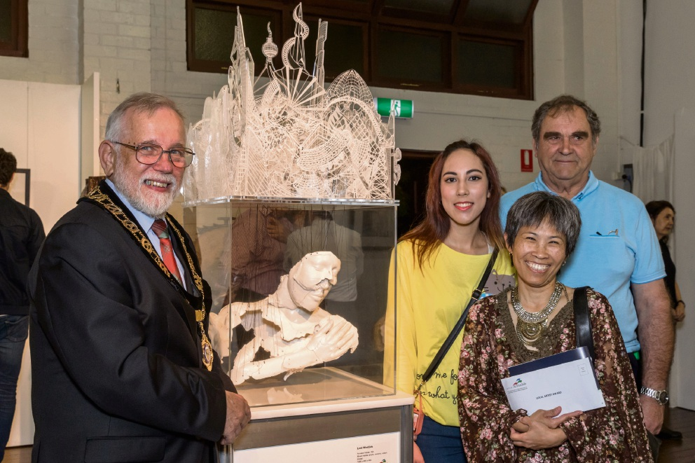 Minnawarra Art Award won by Ruth de Vos