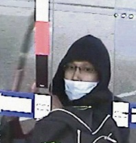 Bellevue: police still on hunt for man who threatened people with knife at servo