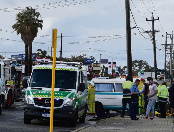 Man trapped in vehicle after crash in central Mandurah