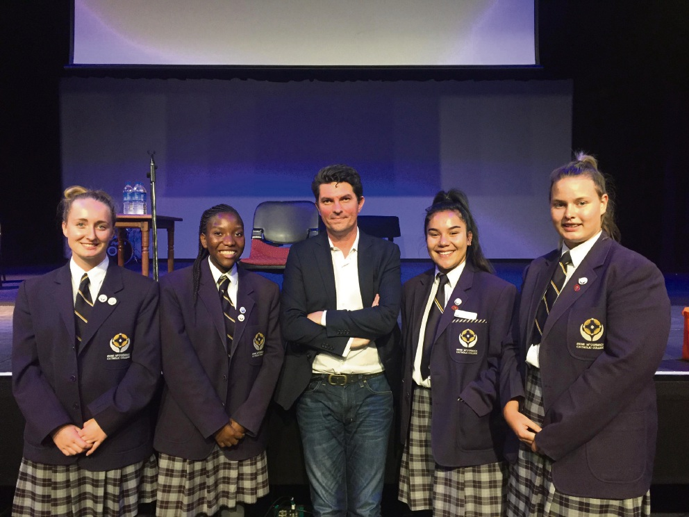 Scott Ludlam (centre) with students Josie Kallane, Munashe Chaita, Ella Siakia and Katie Gorman.