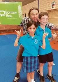 Stig Wemyss with Riverside Primary School students Aaliyah Bentley and Cooper Benton.