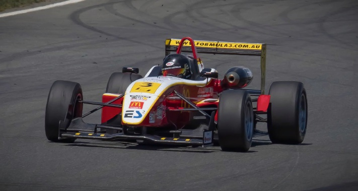 Calan Williams impresses in his debut Formula 3 race at Wakefield Park.