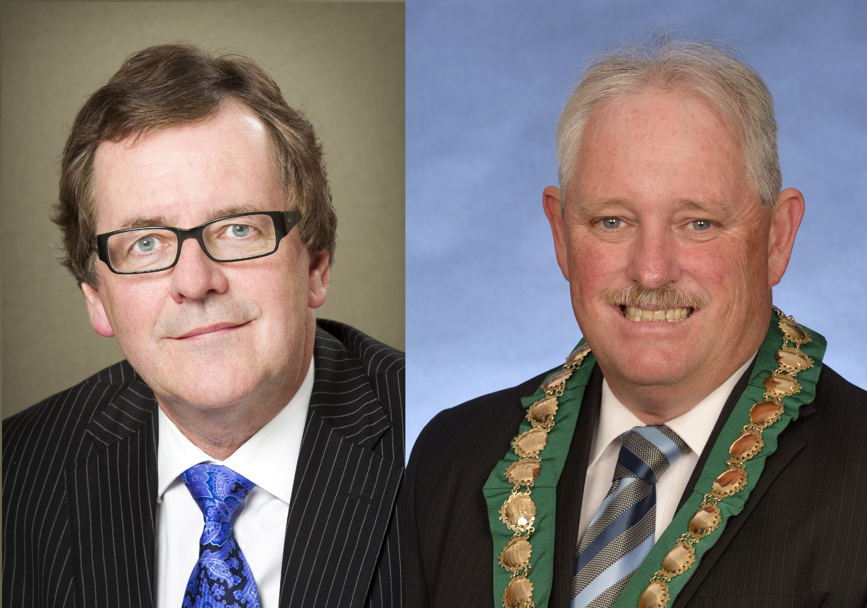 Stirling chief executive Stuart Jardine and Bayswater Mayor Barry McKenna.