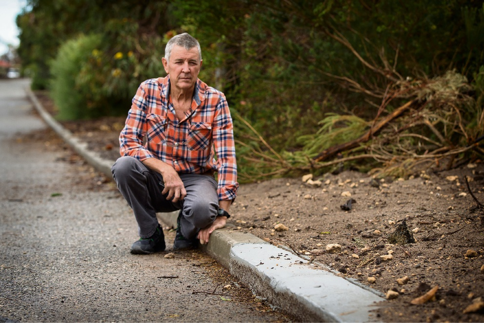 Leeming resident says suburb gets 'short end of stick' on maintenance after dodgy kerbing job