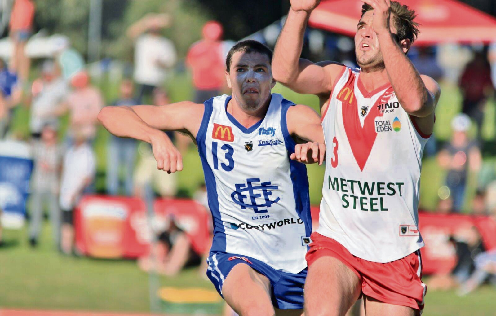 South Fremantle forward Cory Dell'Olio marks in front of East Fremantle's Jaiden Schofield. Picture Phil Elliott/ PixEll Photography