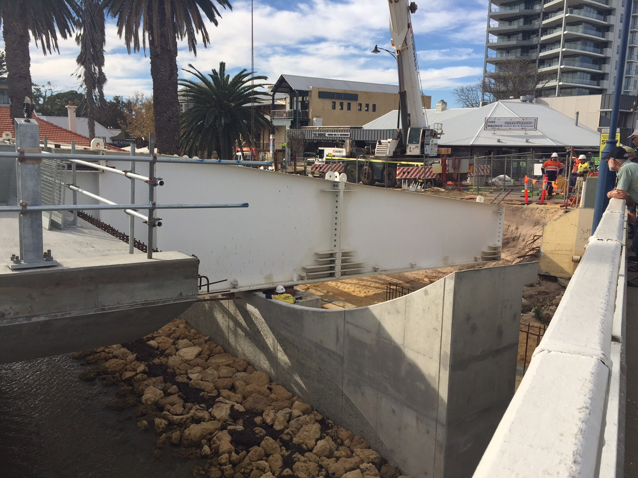 Mandurah Bridge two thirds completed following removal of launch nose