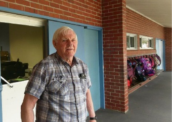 Volunteer Wilbur Graham at Pinjarra Primary School.