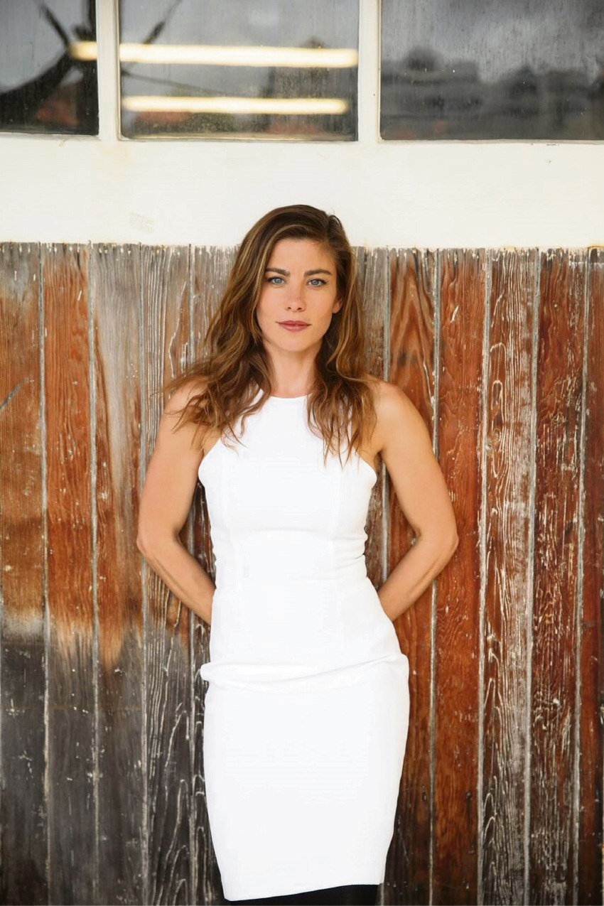 Brooke Satchwell kills in The Play That Goes Wrong role