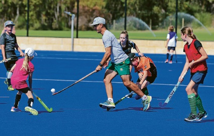 Former Kookaburra player Jamie Dwyer running a clinic. Picture: Martin Kennealey d468045