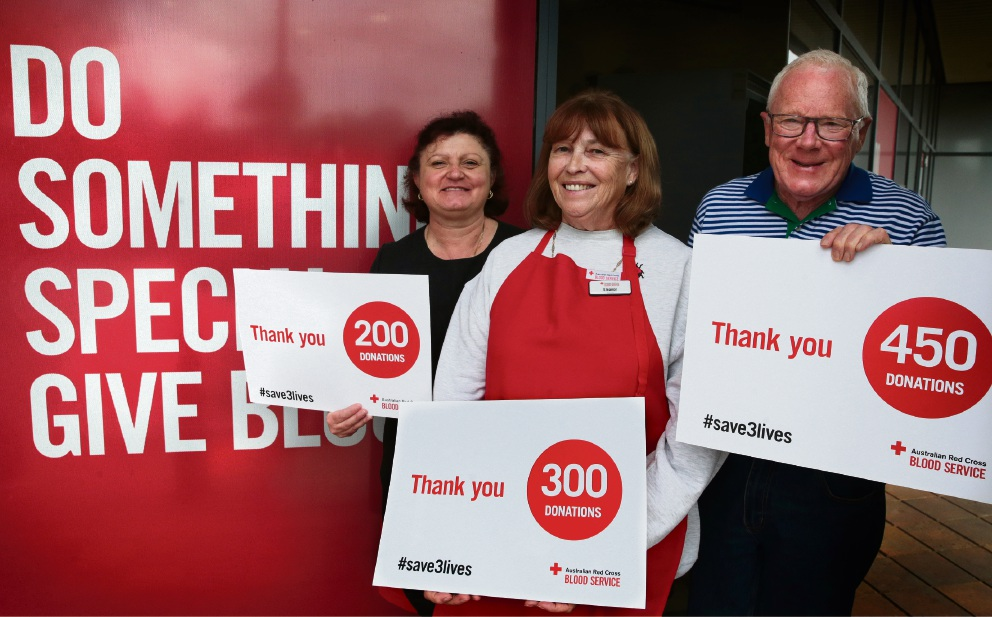 Gerard Coyte with   fellow blood donors Gina Hollis and  Eleanor Stewart. Picture: Martin Kennealey d470076