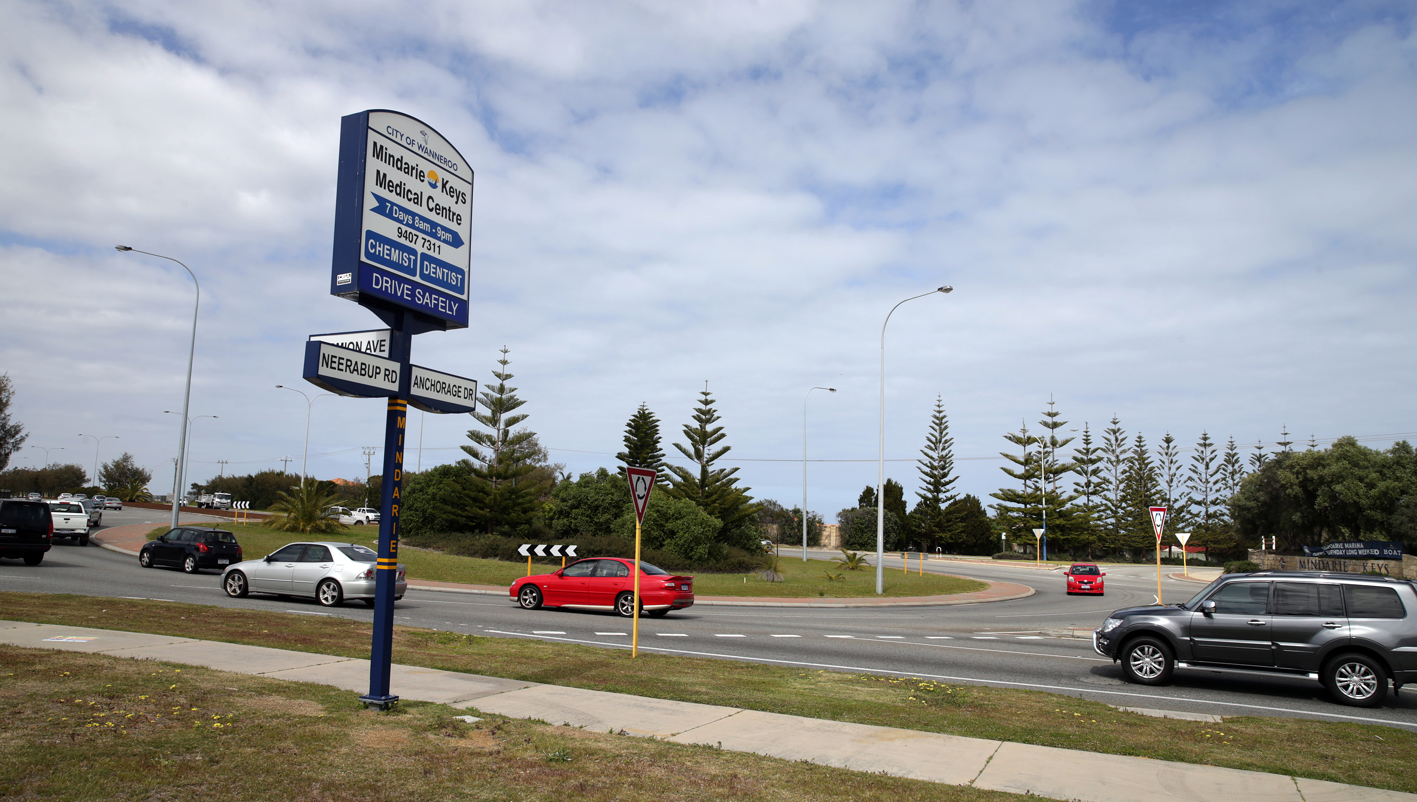 The City of Wanneroo will receive $800,000 from the Federal Government to add a slip lane from Marmion Avenue into Neerabup Road.