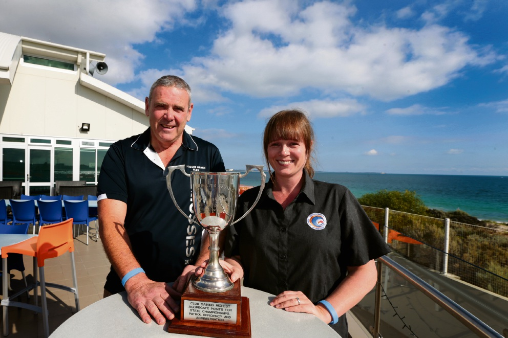 Club president Nick Neal and club administrator Anette Cronin with the trophy. Picture: Martin Kennealey  �������d470391